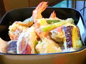 海老と旬の天ぷらまたはフライ
